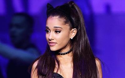 """Đây là lần cuối cùng 22 fan thiệt mạng được hát """"One Last Time"""" với Ariana Grande"""