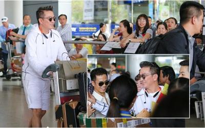 Fan vây kín ở sân bay đón Mr Đàm lưu diễn trở về
