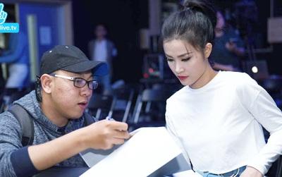 """Đông Nhi tươi tắn, giao lưu thân mật với fan sau khi bùng nổ ở """"Asia Song Festival 2017"""""""