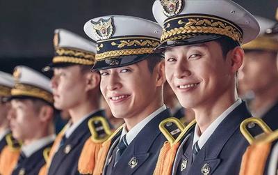 """Park Seo Joon """"cặp"""" Kang Ha Neul, trở thành cảnh sát tập sự """"phá làng xóm"""""""