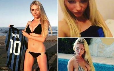 Người mẫu Playboy trút xiêm y ủng hộ đội bóng con cưng