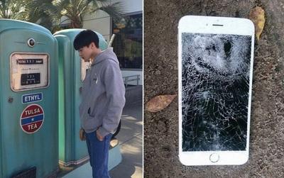 Chàng trai đập nát điện thoại người yêu vì bị nhờ chụp ảnh sống ảo suốt ngày, chụp xong lại còn chê xấu