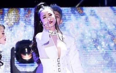 """Không phụ lòng mong đợi từ khán giả, Đông Nhi lộng lẫy và đầy đẳng cấp trên sân khấu """"Asia Song Festival 2017"""""""