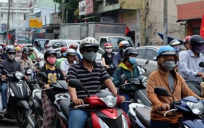 Ngày đầu nghỉ lễ, cửa ngõ phía Đông Sài Gòn ùn tắc từ sáng đến chiều