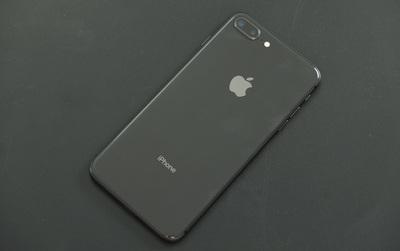 Đây là iPhone 8 Plus xám nam tính đầu tiên tại Việt Nam: Máy đẹp một cách tẻ nhạt!