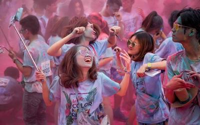 """Những khoảnh khắc chứng minh đi Color Me Run lúc nào cũng vui và được """"quẩy"""" hết mình!"""