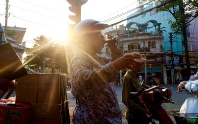 Ở Sài Gòn khi trời nóng, ai cũng muốn dừng xe để ghé uống ly nước sâm mát rượi