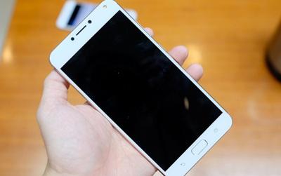 Trên tay ZenFone 4 Max Pro: Máy dày, cầm chắc tay, chip yếu, camera kép, pin 5.000 mAh, giá 5 triệu