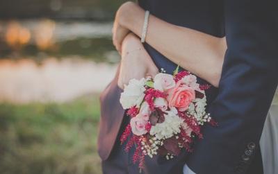 Con gái lấy chồng là sướng hay là khổ?