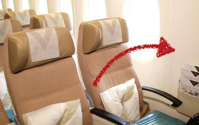Cửa sổ trên máy bay luôn không thẳng hàng với ghế ngồi? Lý do là...