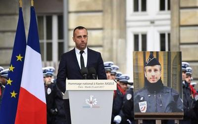 Bài phát biểu cảm động của người chồng viên cảnh sát đồng tính thiệt mạng trong vụ nổ súng tại Pháp