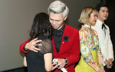 Erik ôm mẹ bật khóc, chia sẻ về khó khăn đã qua trong họp báo ra mắt MV hợp tác với Min