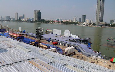 Cận cảnh sân khấu trên sông Hàn và khán đài vạn chỗ ngồi chuẩn bị cho Lễ hội pháo hoa Quốc tế Đà Nẵng