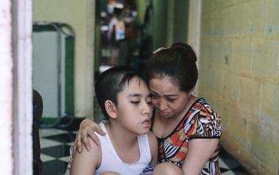 Giấc ngủ không trọn vẹn suốt 11 năm của mẹ và cậu con trai bị bệnh não úng thuỷ ở Sài Gòn