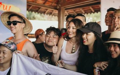 Celine Farach khoe giọng hát ngọt ngào và trổ tài make-up cho fan hâm mộ trong fan-meeting