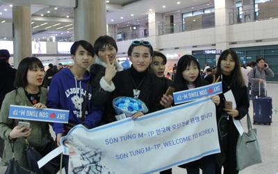 Fan ngủ qua đêm tại sân bay Hàn Quốc để chào đón Sơn Tùng M-TP