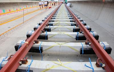 Cận cảnh lắp đặt hệ thống đường ray tàu trên cao cho tuyến Metro Bến Thành - Suối Tiên