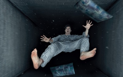 """Cảm giác bị đẩy ngã từ trên cao xuống khi ngủ và lời giải khiến bạn """"giật mình"""""""
