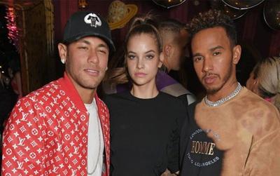Nhận lương hơn 2 tỷ đồng mỗi ngày, bảo sao Neymar sống như một ông hoàng