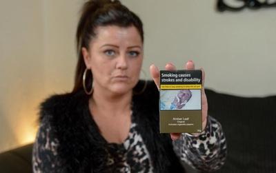 Con gái sốc vì ảnh cha qua đời do ung thư lại bị sử dụng trên bao bì cảnh báo tác hại của thuốc lá
