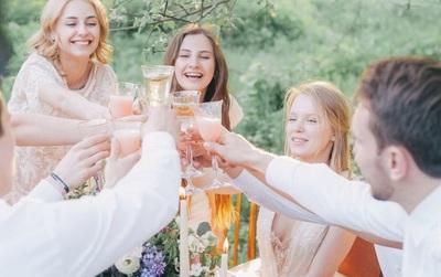 5 cách để giữ liên lạc với bạn bè sau khi tốt nghiệp