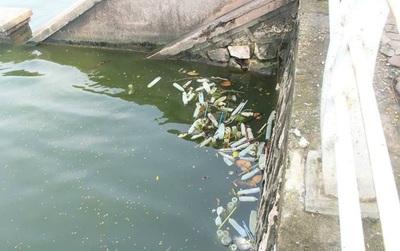 Hà Nội: Bao cao su đã qua sử dụng nổi trắng một góc Hồ Tây, công an vào cuộc điều tra