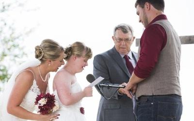 """Cầu hôn và trao lời thề nguyện với cả hai chị em gái, đám cưới """"tay ba"""" này đã làm cho quan khách xúc động rơi lệ"""