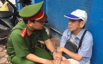 Trời trở rét, hình ảnh chiến sĩ công an thăm hỏi, giúp đỡ cụ ông gặp tai nạn khiến ai cũng ấm lòng