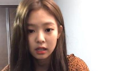 Jennie bất lực xin lỗi fan vì bản thân cũng không biết đến bao giờ Black Pink mới được trở lại