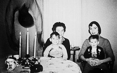 """Sự thật đằng sau bức ảnh kinh dị """"bóng người trong bữa ăn"""" khiến bao người ám ảnh"""