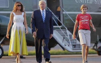 Cậu út điển trai nhà Trump lại gây bão truyền thông khi xuất hiện với set đồ bình dân