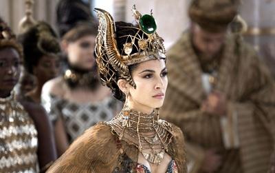Từ vũ nữ trở thành Hoàng hậu vĩ đại bậc nhất thế giới, xoay chuyển cả luật pháp để bảo vệ phụ nữ