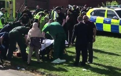 Ít nhất 6 người bị thương trong vụ đâm xe vào đám đông ở Newcastle