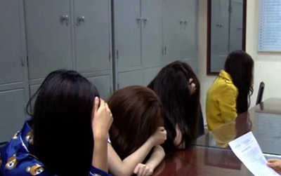 Hà Nội: Bắt quả tang 4 cô gái bán dâm do một chủ tiệm spa cầm đầu