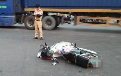Ngã ra đường sau va chạm với container ở Sài Gòn, cô gái 24 tuổi bị bánh xe cán qua người nguy kịch