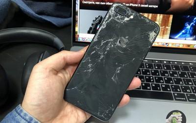 Ký sự đem iPhone 8 Plus bị vỡ nát đi sửa: Đắt gấp rưỡi Samsung Galaxy Note 8, hàng xách tay Mỹ không được bảo hành