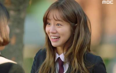 """""""Two Cops"""": Bị túm tóc đánh ghen, vì đâu mà Hyeri vẫn... cười toe toét?"""