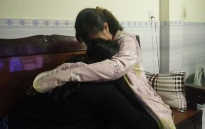 """Mẹ của nữ sinh 13 tuổi nghi bị thiếu niên giữ xe ở Sài Gòn hiếp dâm: """"Nghe con kể, tôi chỉ biết ôm nó vào lòng khóc"""""""