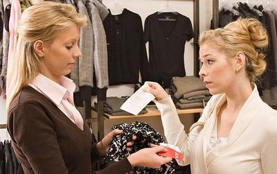 Để tránh ồn ào như vị khách mua quần legging tại Zara Hà Nội, học ngay chính sách đổi trả hàng của các thương hiệu đình đám sau