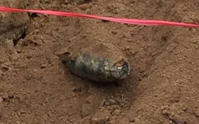 Đào móng xây trường mầm non, phát hiện bom dưới lòng đất