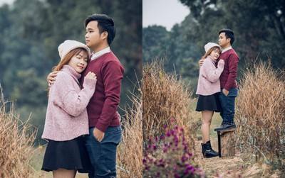 Chàng trai vác cả ghế theo để chụp ảnh cùng bạn gái vì chân ngắn