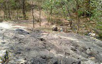Tá hỏa phát hiện thanh niên chết trên đỉnh núi, bên hông bị cắm con dao