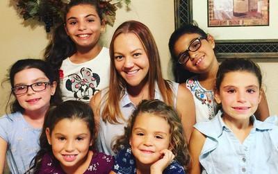 Người phụ nữ nhận nuôi 4 đứa con nhưng vài tháng sau, mẹ ruột của chúng gọi điện thoại van xin một điều