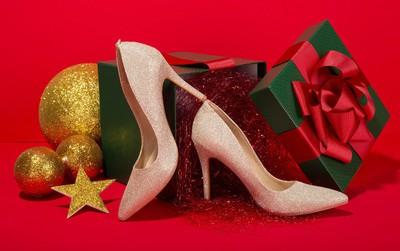 Vẻ đẹp khó cưỡng từ những đôi giày da đủ màu sắc của Dolly