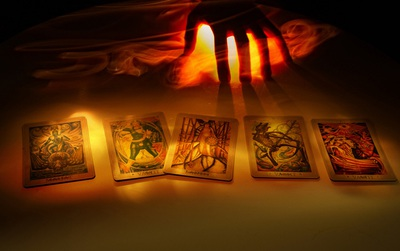 Chọn một lá bài Tarot để xem chuyện gì sắp xảy ra với mình trong tương lai