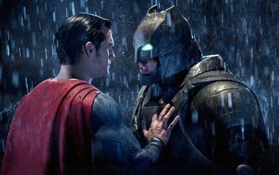 """""""Batman v Superman: Dawn of Justice"""" một mình ẵm 7 đề cử Mâm Xôi Vàng"""