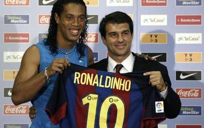 Man Utd mua hụt Ronaldinho năm 2003 liên quan gì đến Beckham?