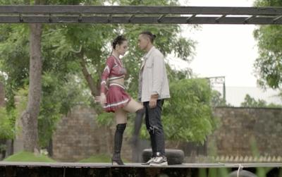 """""""Glee Việt"""" tuần này: Mệt mỏi vì bị theo đuổi, Angela Phương Trinh đá vào chỗ hiểm của Hữu Vi!"""