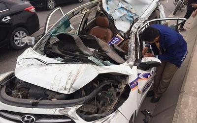 Hà Nội: 7 xe ô tô đâm liên hoàn trên cầu Thanh Trì, lái xe taxi và 2 khách nước ngoài may mắn thoát chết