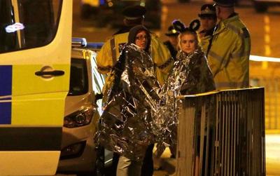 Nổ bom kinh hoàng trong show diễn của nữ ca sĩ nổi tiếng Ariana Grande, gần 70 người thương vong